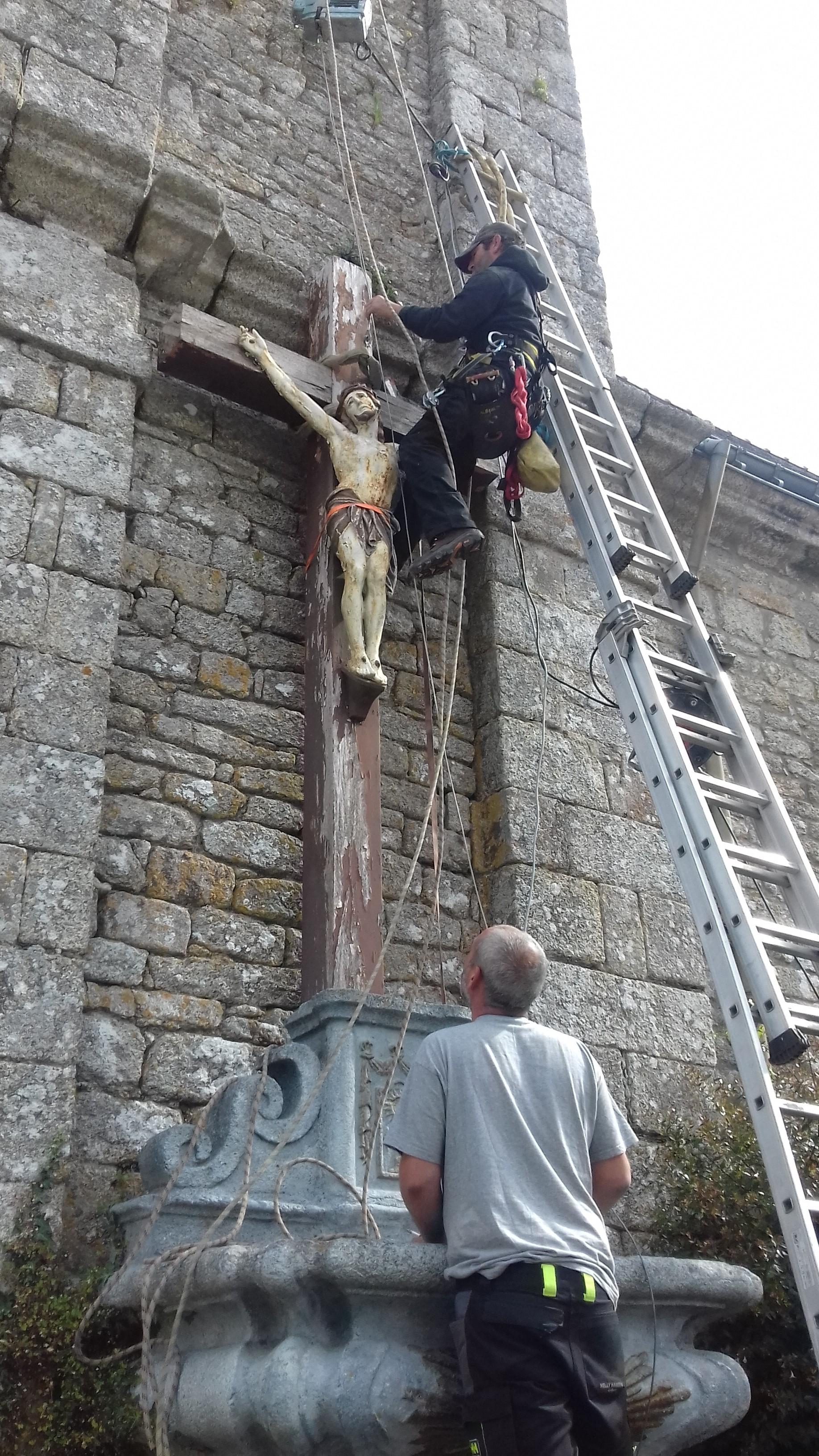 QUISTINIC: dépose de la croix