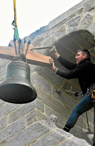 SAINT THUMETTE - Les cloches réinstallées par nos équipes