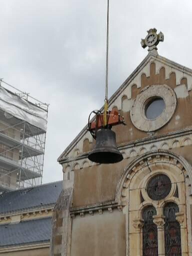NESMY - Installation des cloches et du beffroi de l'église